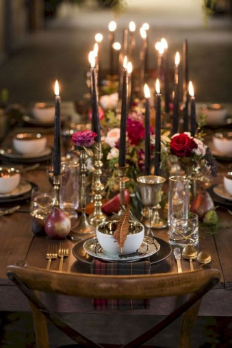 Beautiful winter table decoration ideas for a romantic dinner 05
