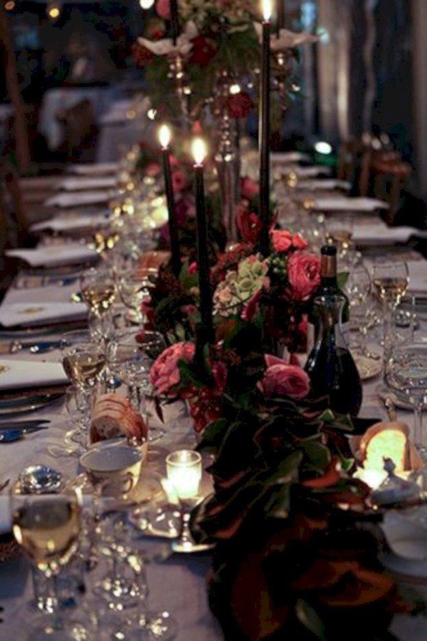 Beautiful winter table decoration ideas for a romantic dinner 16