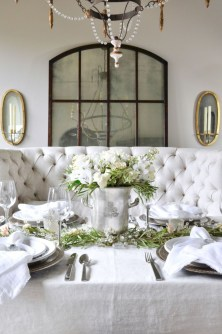Beautiful winter table decoration ideas for a romantic dinner 45