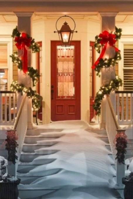 Easy christmas decor ideas for your door 05