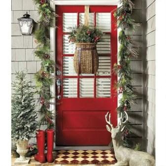 Easy christmas decor ideas for your door 13