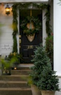 Easy christmas decor ideas for your door 17