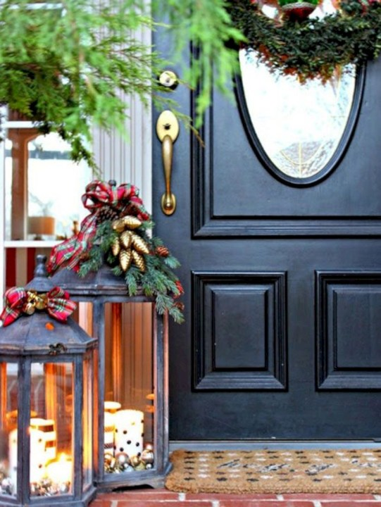 Easy christmas decor ideas for your door 18