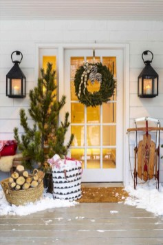 Easy christmas decor ideas for your door 19