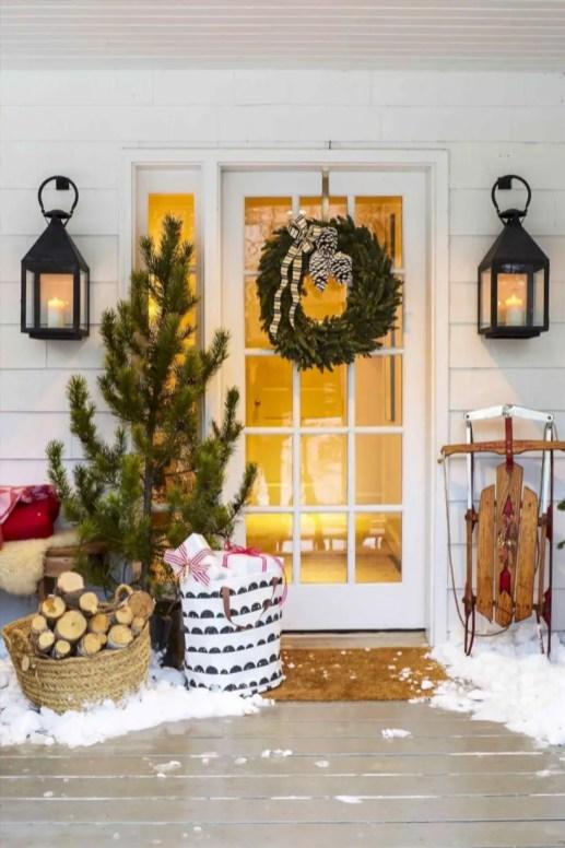 Easy christmas decor ideas for your door 19
