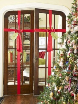 Easy christmas decor ideas for your door 23