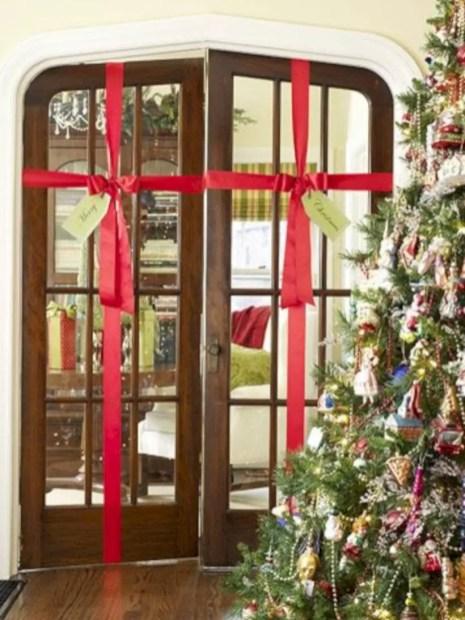 Easy christmas decor ideas for your door 23