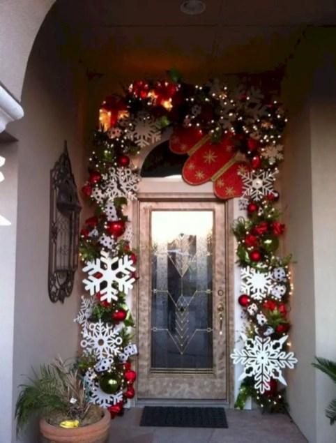 Easy christmas decor ideas for your door 34