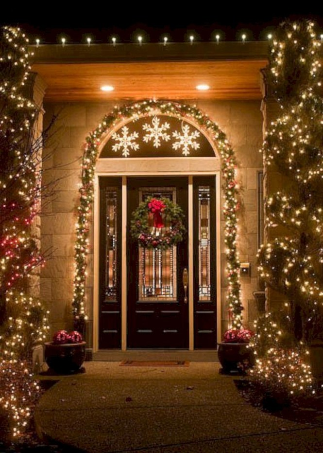 Easy christmas decor ideas for your door 38