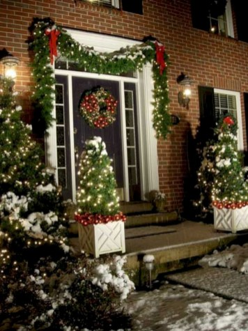 Easy christmas decor ideas for your door 48