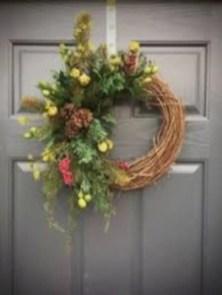 Winter christmas wreath to compliment your door 06