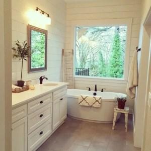 Cozy master bathroom decor ideas 20