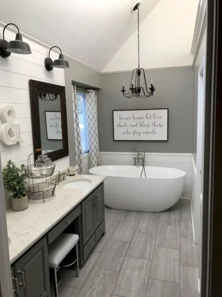 Cozy master bathroom decor ideas 43