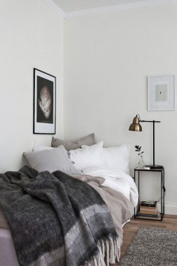Cozy and beautiful bedroom for winter decor ideas 31