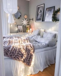Cozy and beautiful bedroom for winter decor ideas 36