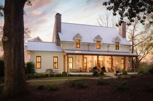 Modern farmhouse exterior design ideas 06