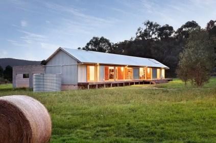 Modern farmhouse exterior design ideas 22