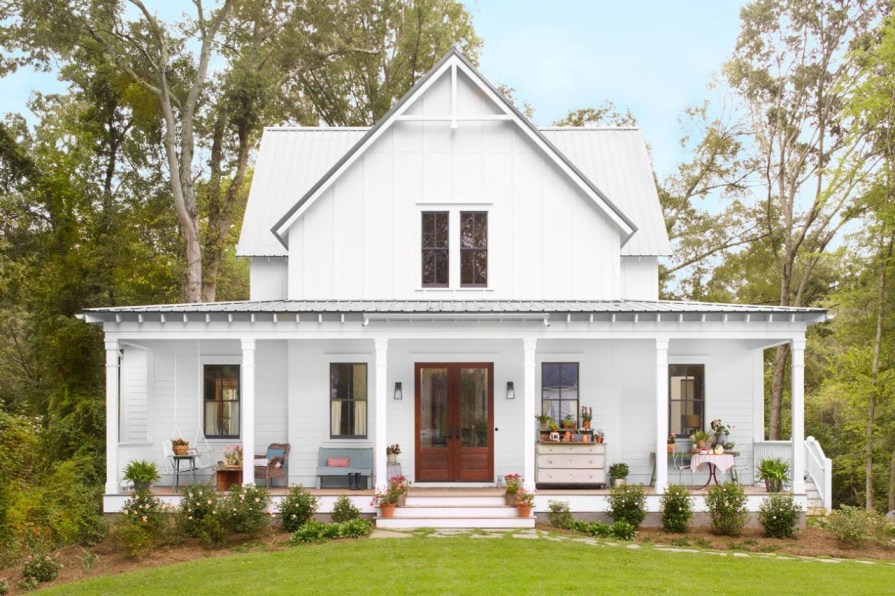 Modern farmhouse exterior design ideas 28