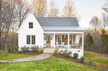 Modern farmhouse exterior design ideas 35