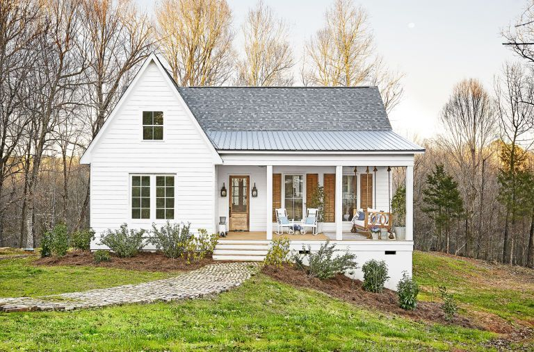Modern farmhouse exterior design ideas 35