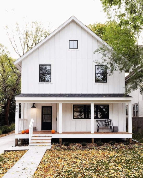 Modern farmhouse exterior design ideas 36
