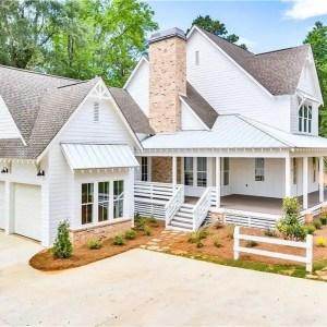 Modern farmhouse exterior design ideas 43