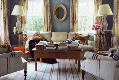 Design a living room in a small space that remains comfortablel 07