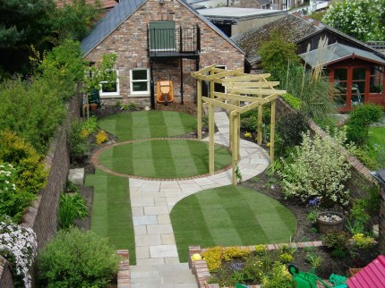 A small garden design that is still beautiful to see 08