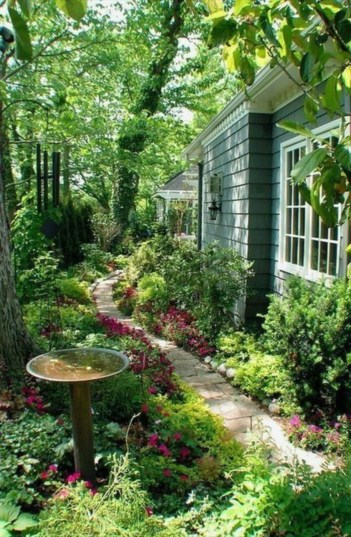 A small garden design that is still beautiful to see 15
