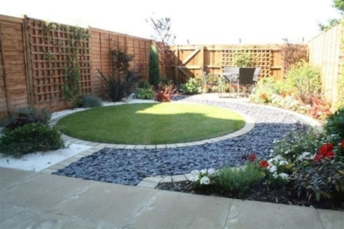 A small garden design that is still beautiful to see 18
