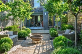 A small garden design that is still beautiful to see 20