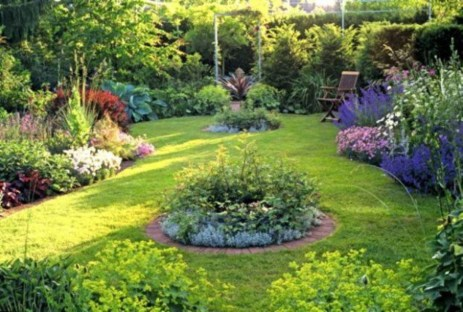 A small garden design that is still beautiful to see 27
