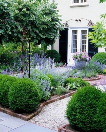 A small garden design that is still beautiful to see 33