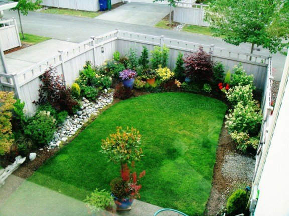 A small garden design that is still beautiful to see 43