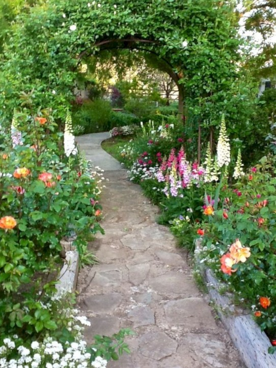 Amazing rose garden ideas in this year 24