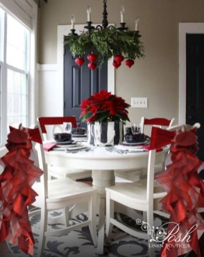 Dining table decor for dinner with a partner on valentine's day 16