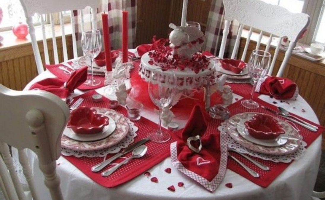 45 Dining Table Decor for Dinner with a Partner on Valentine's Day
