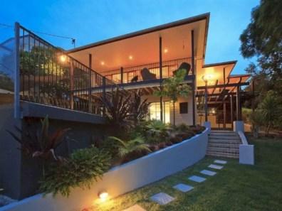 Garden exterior design ideas using grass that make your home more fresh 09