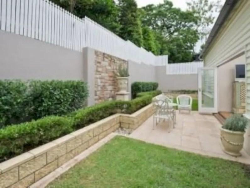 Garden exterior design ideas using grass that make your home more fresh 13
