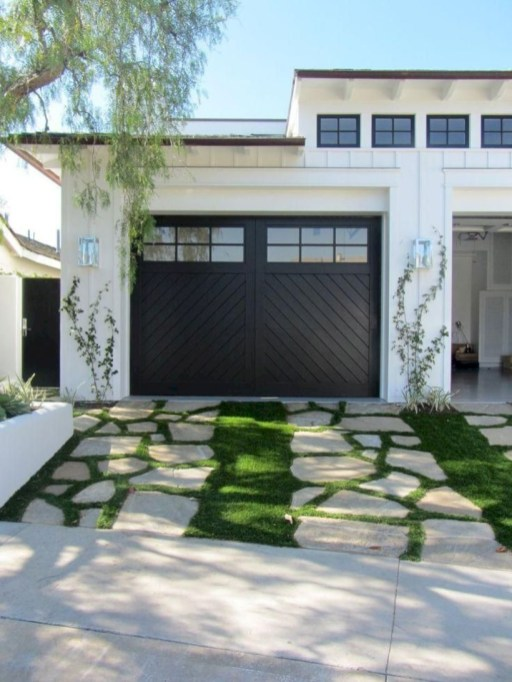 Garden exterior design ideas using grass that make your home more fresh 15