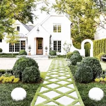 Garden exterior design ideas using grass that make your home more fresh 25