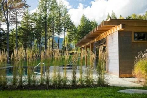 Garden exterior design ideas using grass that make your home more fresh 30