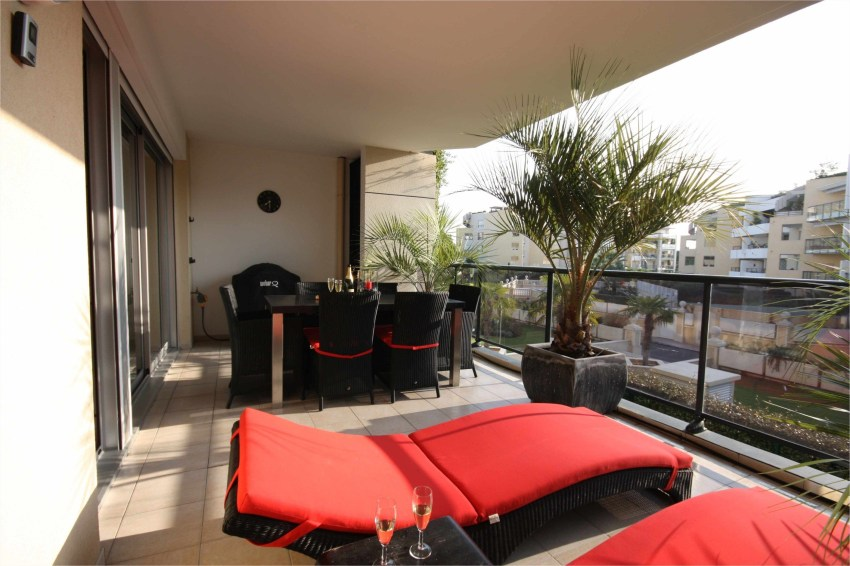 Beauty view design ideas for balcony apartment that make you cozy 11