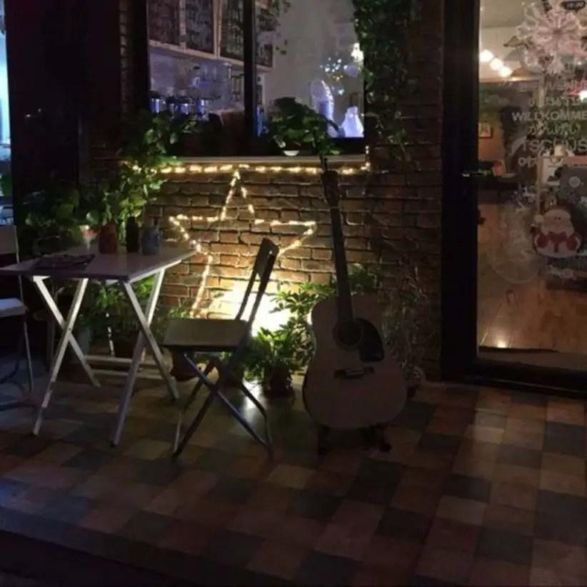 Front yard exterior design with beautiful garden lights 30