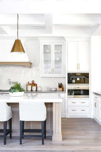 Modern kitchen design ideas you can try in your dream home 33