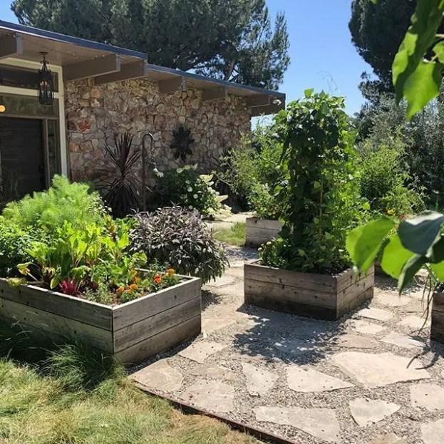 Modern&minimalist frontyard desgin ideas 29