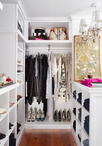 Walk-in-closet-in-a-small-bedroom-6-5576