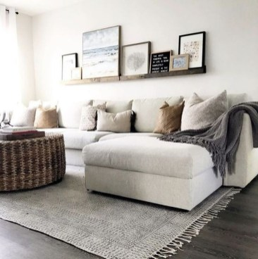 Livingroom design ideas to make look confortable for guest 20