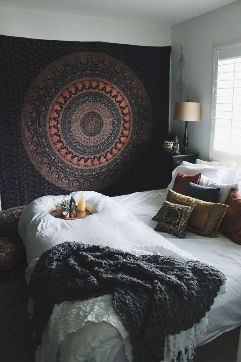 Romantic bedroom decorating ideas in your apartment 36
