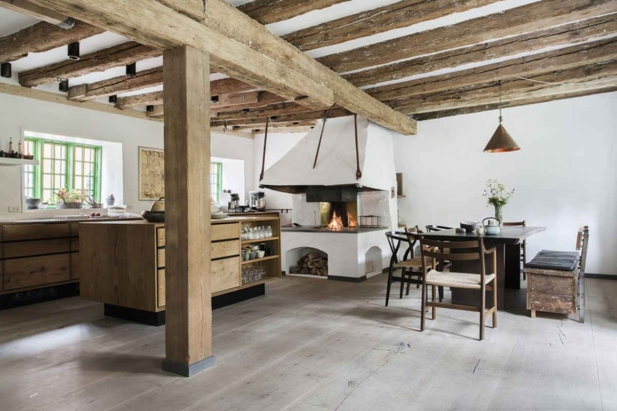 A wonderful farmhouse flooring ideas with oak that is more minimalist, clean and fresh, for a smooth surface floor options for summer